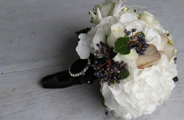 White Wedding Flowers Bridesmaid Bouquet | Gorgeous Black & White Wedding Bouquet of white Hydrangeas, White ...