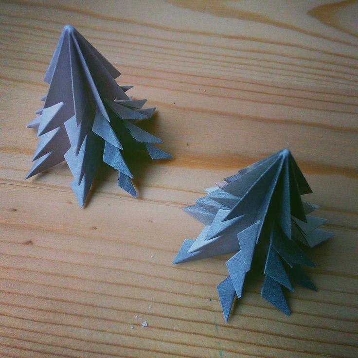 Vánoce se kvapem blíží. Tedy alespoň podle letáků ve schránce. Nejvyšší čas vyrobit si trochu té zimní sváteční výzdoby do bytu. Ideálně ...