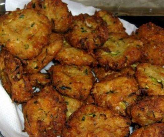 Egy finom Cukkinifasírt ebédre vagy vacsorára? Cukkinifasírt Receptek a Mindmegette.hu Recept gyűjteményében!
