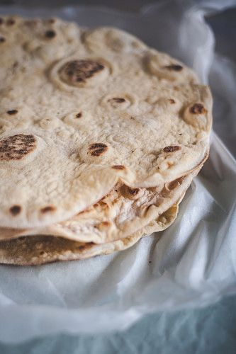 Naan bread | Pão Naan by Filipe Lucas Frazão, via Flickr