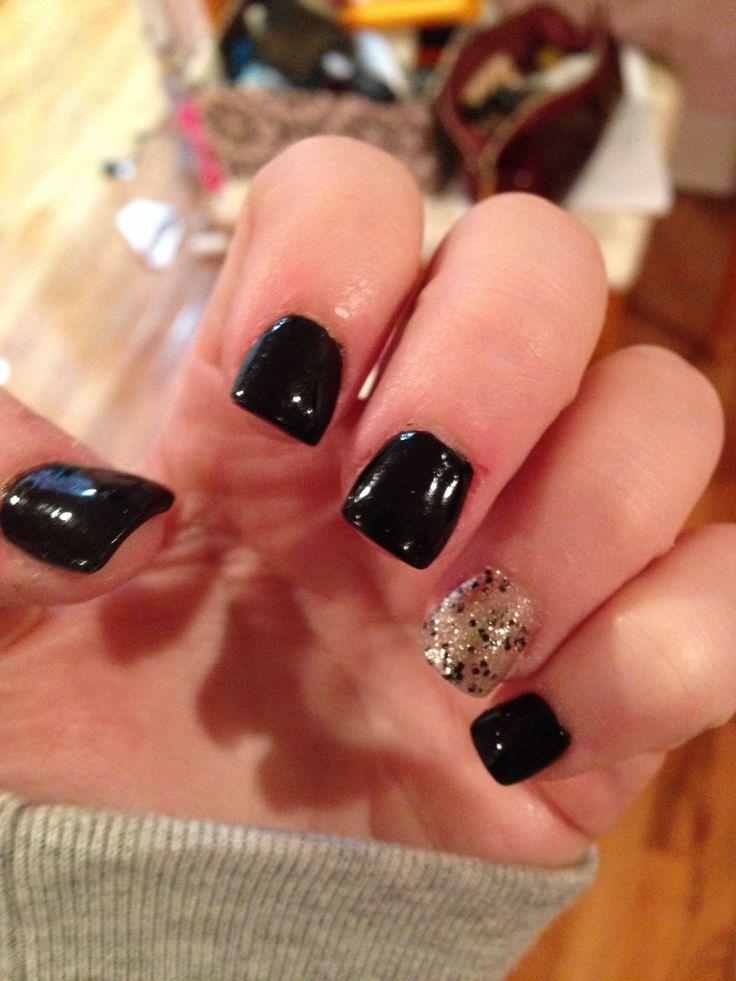 Cute black and silver glitter acrillic nails!!