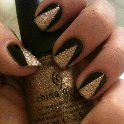 Party nails! Would totally go with my Charlotte russe black and gold top!!
