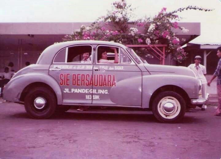 Sekolah stir mobil Sie Bersaudara , Jl Pandegiling 183 Surabaya ...Dulu 1970 an dan sekarang 2017 Masih ingat dulu th 1970an waktu kita belajar stir disini dg mobil Morris Minor th 1961, sekarang mereka punya armada mobil2 baru Sungguh usaha yang ditekuni dg baik..