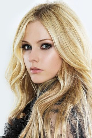 avril lavigne ... love her hair and makeup here. Want to meet her!!!