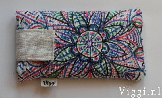 Zelf gemaakte telefoontasjes. Bekijk onze Edding stiften voor op textiel http://www.dekantoorvakhandel.nl/schrijfwaren/viltstiften/viltstiften-voor-speciale-doeleinden/viltstift-edding-4500-textiel-rond-2-3mm-ass-631449/ #DIY