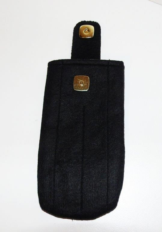 A simple black phone cozy for our new phones. Always want the phone protected.... adapted design from MMMCrafts on Etsy.