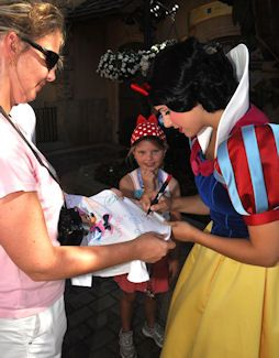 Different ideas for Disney autographs, from t- shirts to postcards to picture frame mats!! Very fun :)