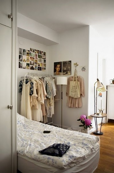 twin + standing lamp + garment rack