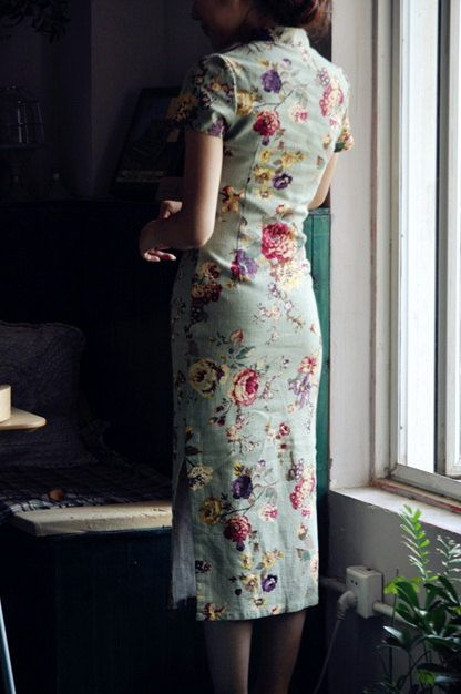 Floral cheongsam.
