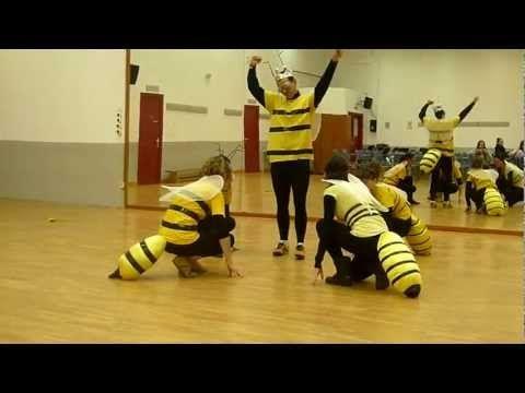 ▶ Pequeña Música Nocturna (W. A. Mozart) - Baile de las abejas - YouTube