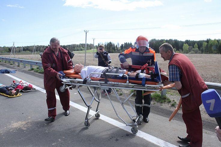 Сотрудники  отделения медицины катастроф постоянно совершенствуют свои профессиональные навыки во время учений. /Фото Валентины Певцовой