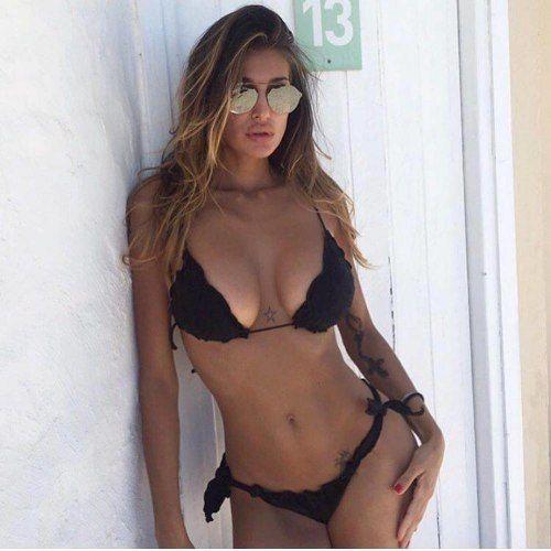 Sulle spiagge di Ibiza è amore tra #CristinaBuccino e #MarcoBorriello? Il gossip non piace ai fan di #Belén Rodriguez.