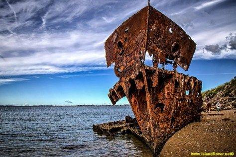 Gayundah Shipwreck, Redcliffe, Queensland / Islandrover.net