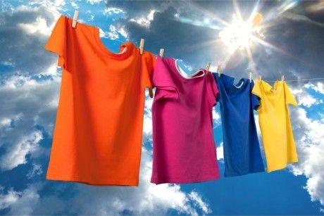 Jak se zbavit žlutých skvrn od potu na oblečení