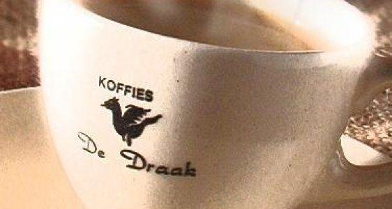 In alle steden schieten de koffiebars als paddenstoelen uit de grond, en Gent blijft niet achter! In deze speciaalzaken drink je koffie, thee of chocolademelk in alle vormen en maten, al dan niet in combinatie met een heerlijk broodje, een stuk taart of een muffin. Genieten maar!
