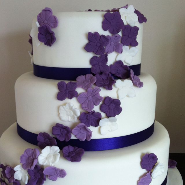 Simple Purple Flower Wedding Cake