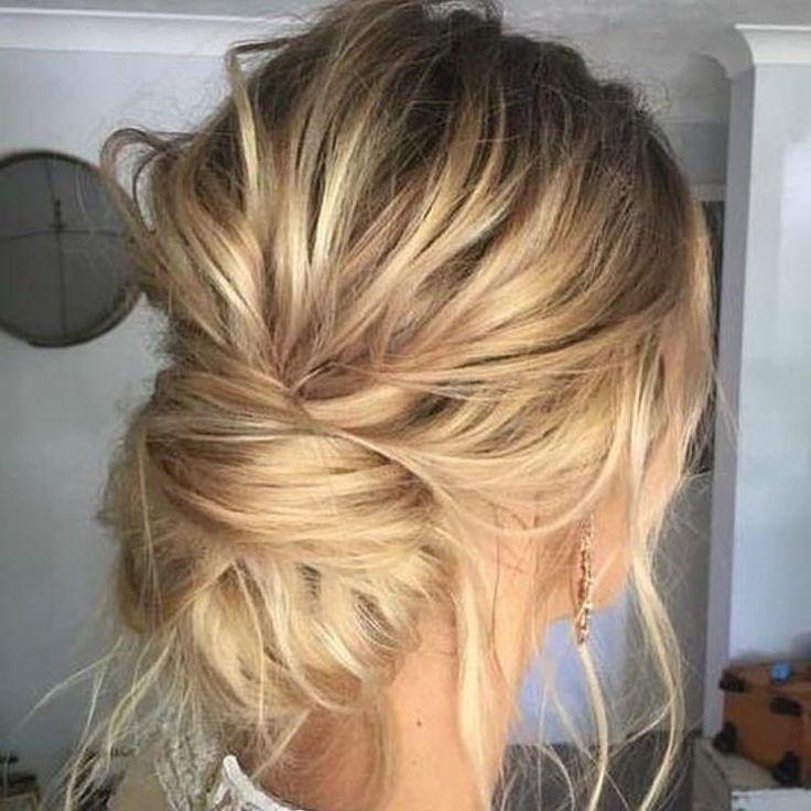 """569 Me gusta, 6 comentarios - Fit For Weddings (@fitforweddings) en Instagram: """"Los peinados con un toque romántico son la nueva tendencia para novias 2017  #boda #mecaso…"""""""