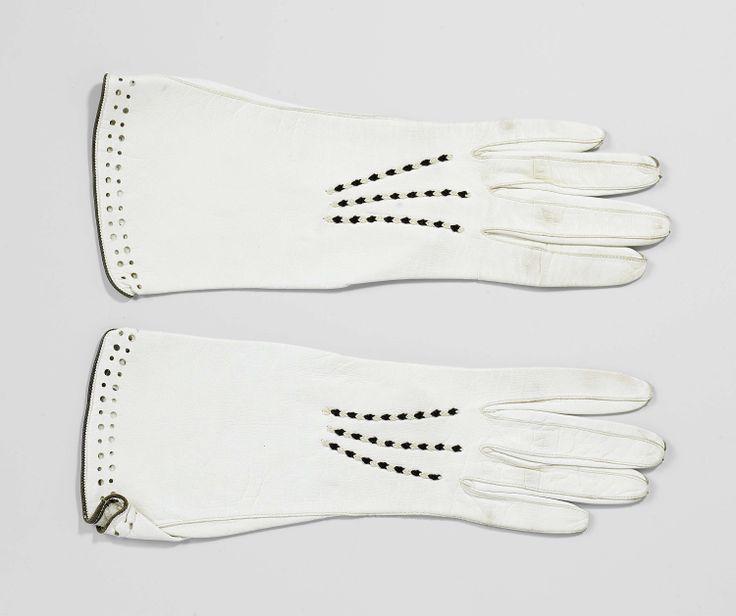 Paar handschoenen met geborduurde naadjes, M. Laimb�ck, ca. 1927 - ca. 1930