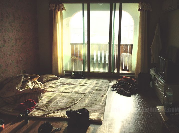 No sound ....  www.dafnidouma.com  #project #nosound #photography #snow #silence #sun #room #abandon #dafnidouma #korea #bed