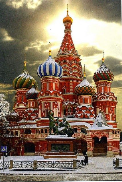 db – The Cathedral of Vasily the Blessed commonly known as Saint Basil's Cathedral, is a former church in Red Square in Moscow, Russia