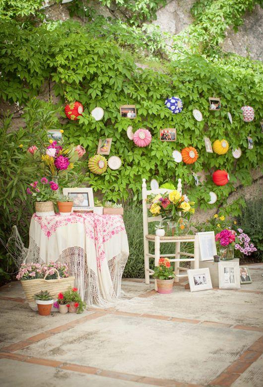 Boda inspirada en las raíces flamencas de Granada con mantones, postales antiguas y farolillos. {Diseño, Marlett} #weddingdecoration #decoracionbodas #tendenciasdebodas