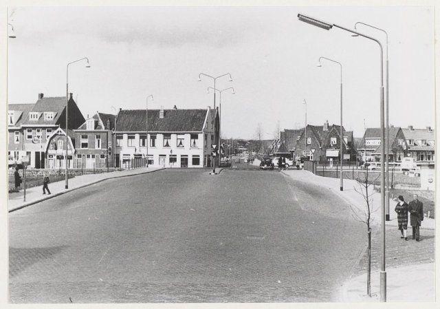 Schouwtjesbrug en Pijlslaan, ziende vanaf de Schouwtjeslaan naar het westen. 1966