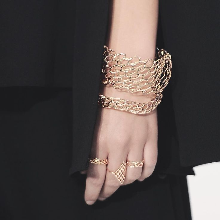 Layering gold on gold #jewelry #jewelrydesign #dct3d #3dprinting #gold #luxuryfashion #luxuryjewelry #bracelets #rings