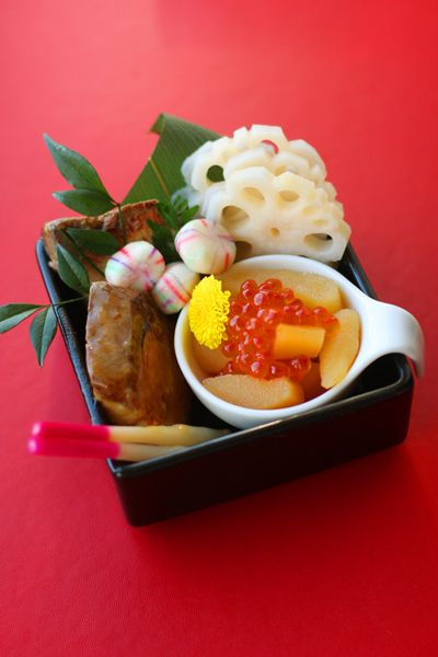 おせち2013: かずのこ・ぶりの照り焼き・れんこん甘酢 / Lotus root, sweet and sour teriyaki yellowtail, herring roe by coupe-feti