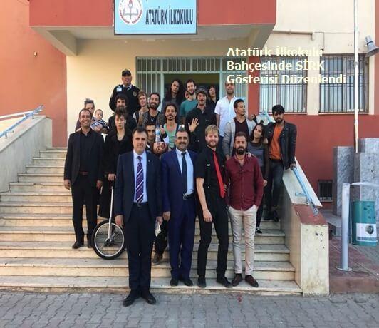 Şanlıurfa Bozova İlçemiz Atatürk İlkokulu Bahçesinde SİRK Gösterisi Düzenlendi.Amaç Suriyeli öğrencilerin Türk öğrencilerle kaynaşmasını sağlamak