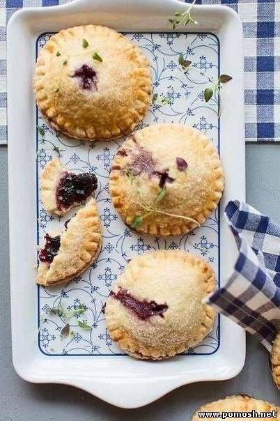 Мини пироги с яблоками и черникой - Мучные изделия