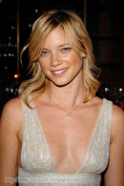 Free Download Gorgeous Hollywood Celebrity Amy Smart Most Beautiful Smile Photos            Very Cute And Attractive Smile Pics Of Amy    ...