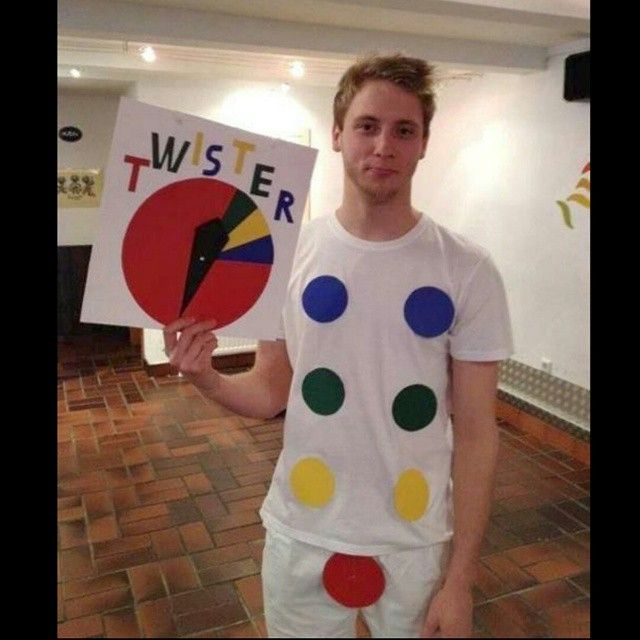 Funny #halloweencostume hahaha #TouchTheColor..... #halloween #HappyHalloween #FunnyCostume  Oooohhh please let me play that #game with him.... wahahahaha