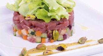 Tartare di tonno con panzanella profumata ai pistacchi: http://www.saporie.com/it/doc-s-135-11960-1-tartare_di_tonno_con_panzanella_profumata_ai_pistacchi.aspx  #tartaretonno #sanvalentino #ricettesanvalentino #menusanvalentino