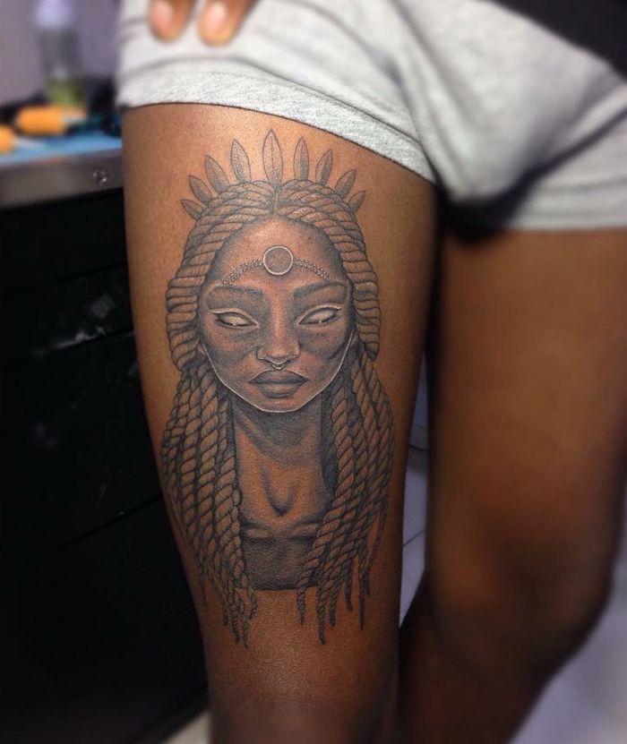 Tatuagem em pele negra - Desvendando mitos | Tatuagens em pele negra, Tatuagem com tinta branca, Tatuagem na pele negra