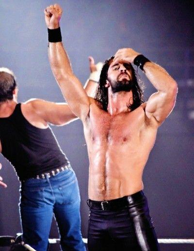 Oh, my God! Super sexy Seth Rollins! *faints*