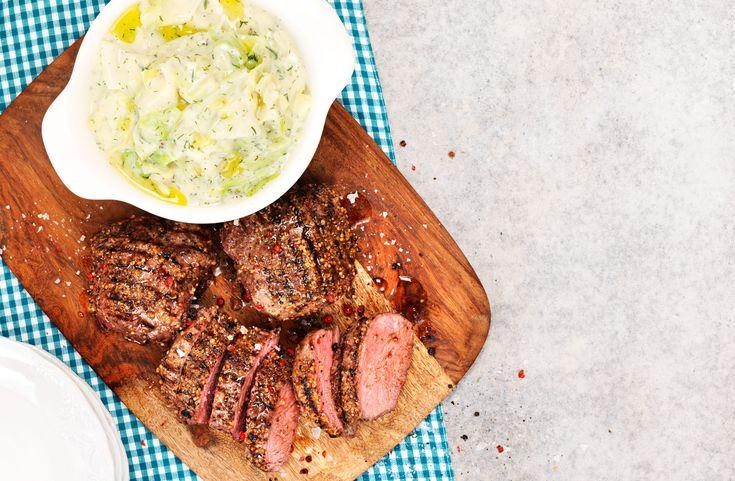 Recept på rostbiff somär lätt att lyckas med. Rumstemperera köttet innan det steks eller grillas för bästa resultat.
