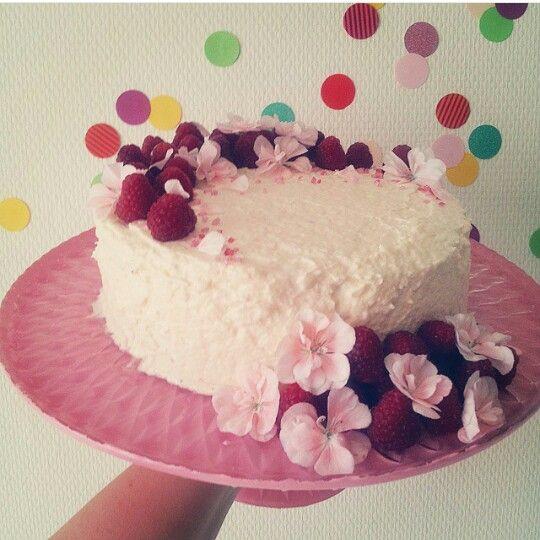 Tårta med hallon och vit choklad