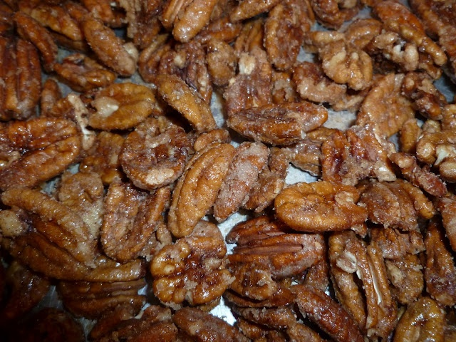 Mom's recipe for spiced pecans: Making Spiced, Cook, Christmas Recipes, Sweet, Gift Ideas, Bake, Gift Tags, Spiced Pecans Put