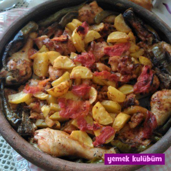TARİF : Güveçte Tavuklu Patates   #güveç #tavuk #pastates #piliçincik #avukincik #incik #domates #kekik #karabiber #pulbiber #tavukbut #drumstick