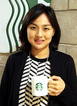 """""""사이렌 오더·콜 마이 네임, 고객 위한 일대일 맞춤법""""                """"스타벅스의 '사이렌 오더'는 커피에 감성과 디지털을 더한 서비스입니다.""""정은경 스타벅스 마케팅팀장(사진)은 .."""