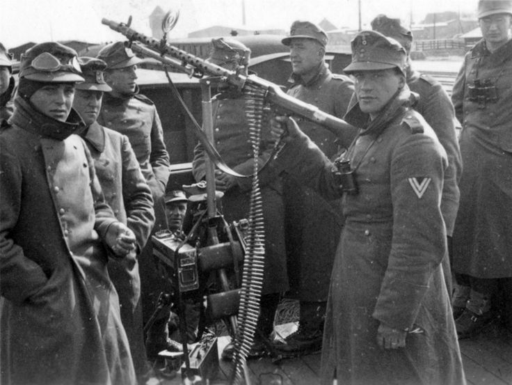 German mountain troops of 137.Regiment, 2.Mountain Division, on a boat in the harbor of Mo i Rana, Norway, winter 1940. Note the standard issue MG-40 machine gun in an AA role.