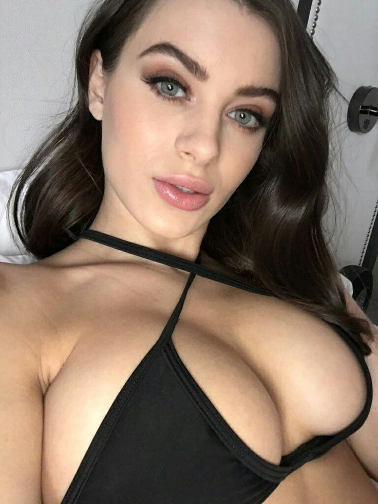 Hot live cam model masturbates until orgasm twice
