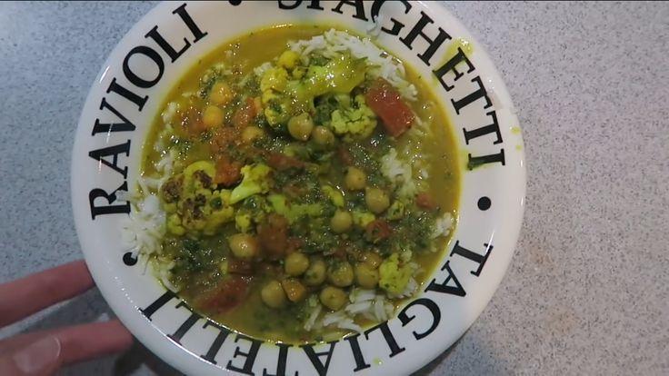 Curry: mixen- look, lente uitjes, koriander, gember, pepertje saus- kokosolie, rode kruiden. Halve bloemkool bakken zonder vetstof. Currymix bik saus voegen, kokosmelk (groot blik), quinoa. Daarna bloemkool en kikkererwten nog even