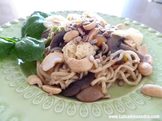 Fui convidada pela Youzza experimentar os novos Noodles Wok da Milaneza. Imaginei logo uma receita simples que realçasse o seu sabor e versatilidade. São inúmeros os ingredientes que se podem adicionar aos noodles, eu optei por uma mistura de vegetais com ervilhas, feijão verde, pimento e milho e juntei ainda cogumelos frescos, queRead More »