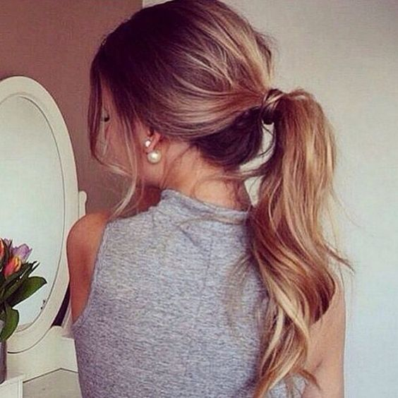 Bronde hair colour with a lot of volume: don't you just love this ponytail?