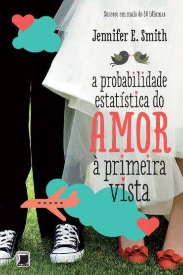 A Probabilidade Estatística do Amor A Primeira Vista   Jennifer E. Smith Isa: Ahh esse livro, eu amooo esse livro, é um romance e é ótimo, vale super apena. O livro é bem diferente de todos os romances que eu li, tem algo de empolgante e diferente que vale cada palavra lida (minha opinião de fangirl desse livro).
