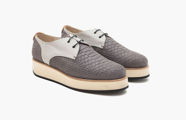 Avvikk - Mona Stone Platform shoes crafted from smooth leather complemented by embossed reptile effect. Leather welted, mounted on light weighted natural block rubber sole.