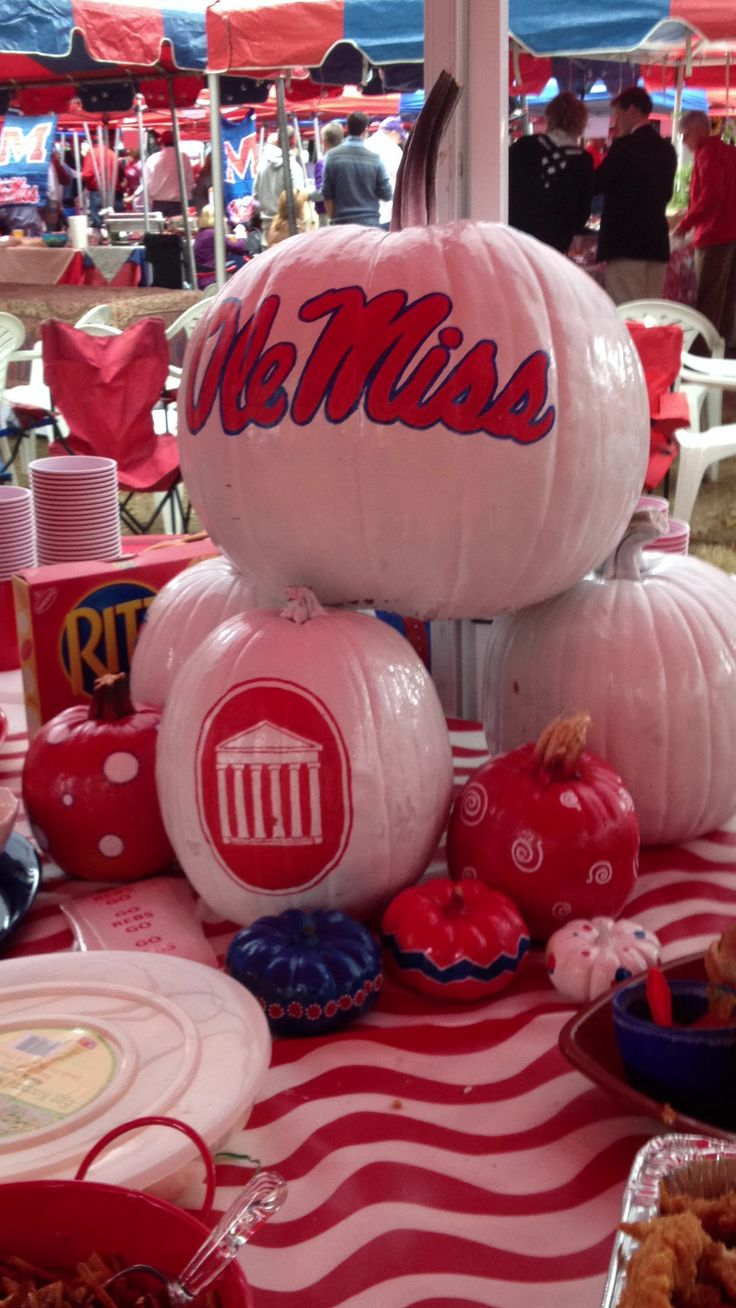 Tailgating Ole Miss.   Best decoration #rebelsbankplus