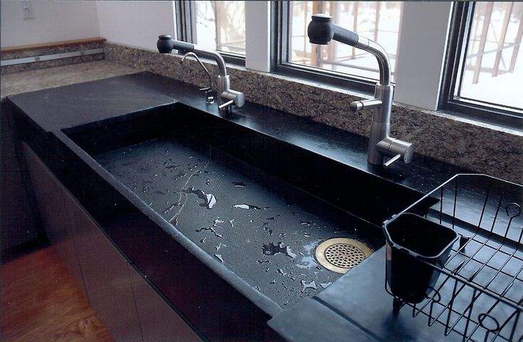 http://stonecraftsmanservices.com/graphics/kitchen_soapstone_closeup.jpg Gorgeous single tub double size sink in soapstone paired with granite counter.