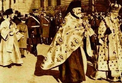 Cortegiul condus de  patriarhul Miron Cristea  în drum spre Dâmbovița  Boboteaza anului 1932   ...